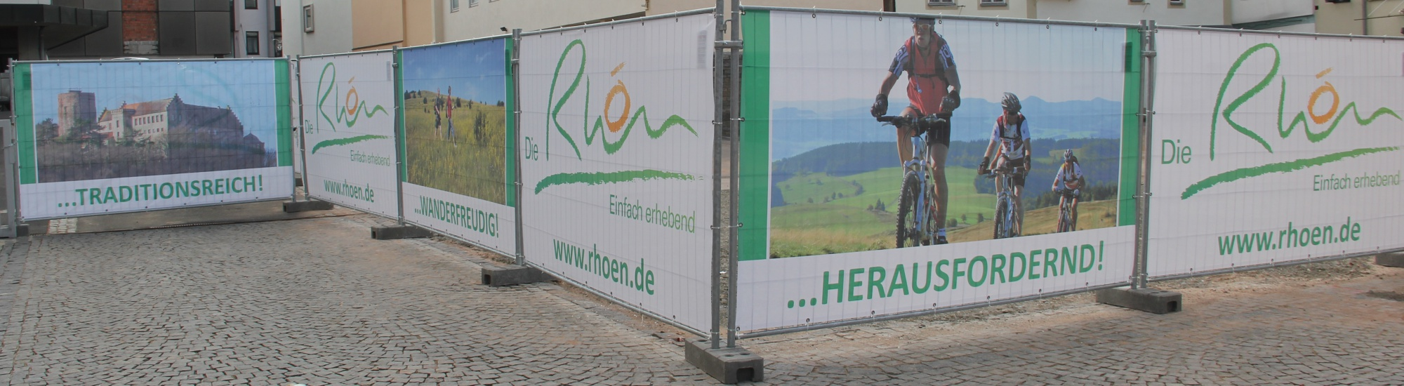 Bauzaunblende als winddurchlässige PVC-Gitternetzplane Mesh Premium ca. 330 g/m²