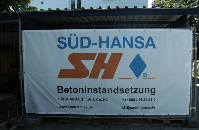 Bauzaunblende als winddurchlässige PVC-Gitternetzplane Mesh Standard ca. 270 g/m²