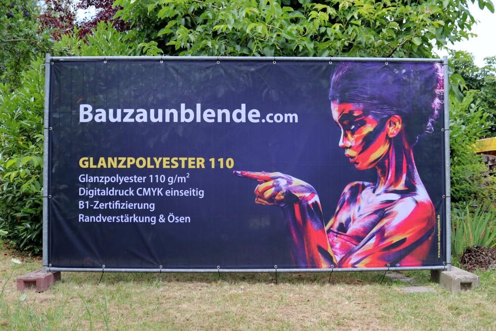 Bauzaunblende-glanzpolyester-110-b1-bauzaunbanner-druck