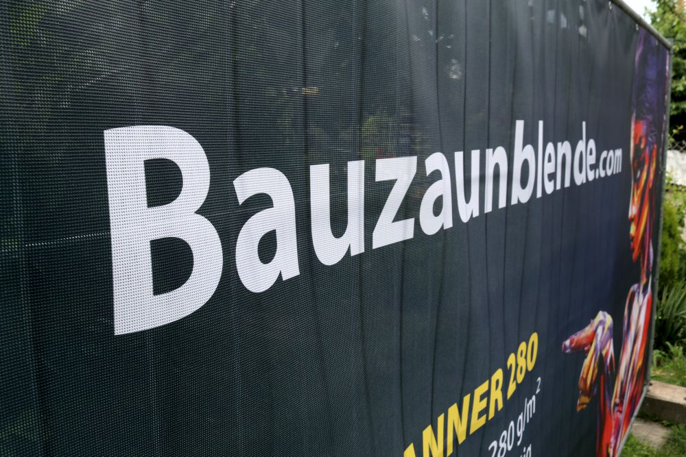 Bauzaunblende-mesh-280-meshbanner-bauzaun