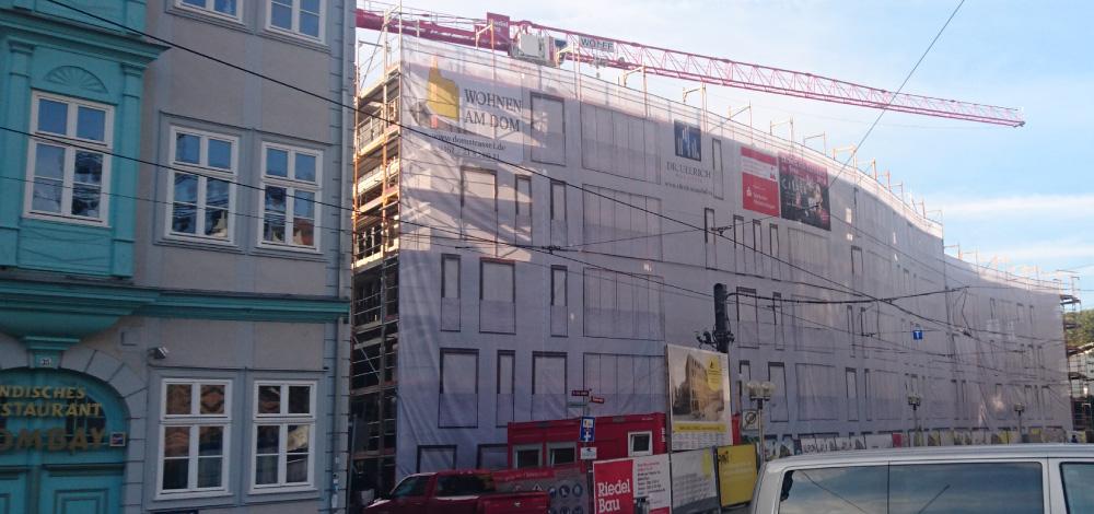 Großformat Meshbanner Bannerdruck - Gerüstbanner Fassadenverkleidung