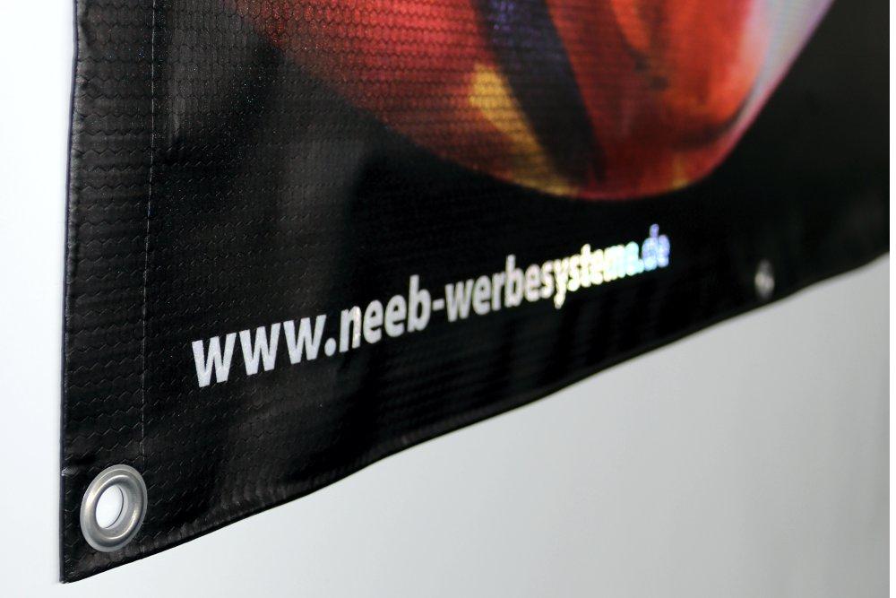 reflexplane-reflektierende-banner-mit-oesen